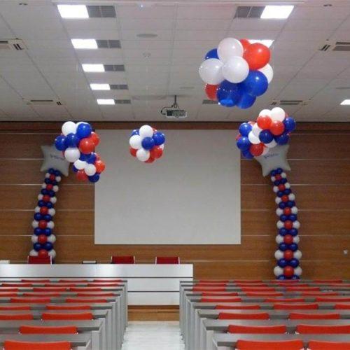Columnas de globos personalizadas rematadas con estrellas