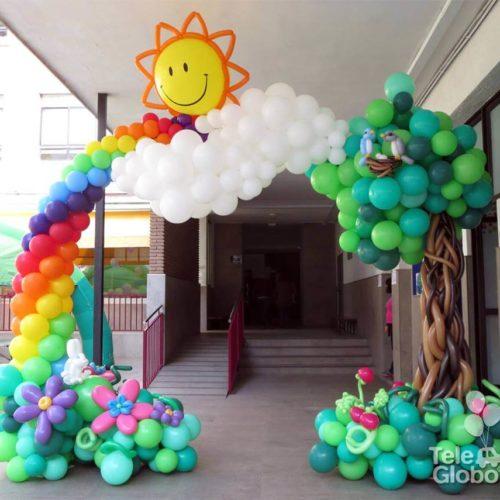 Arco de globos temático primaveral día de la familia colegio Escolapias Valencia