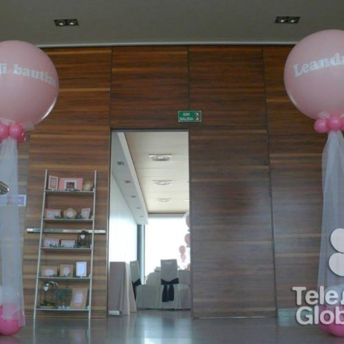Columnas de globos gigantes con tul personalizadas