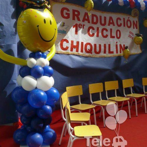 Columna de globos recién graduado