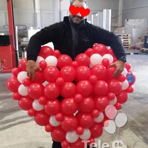 corazón gigante entrega en el trabajo San Valentin