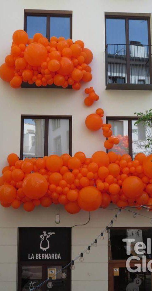 Decoración fachada orgánico de globos Aperol Mercado Tapinería Valencia