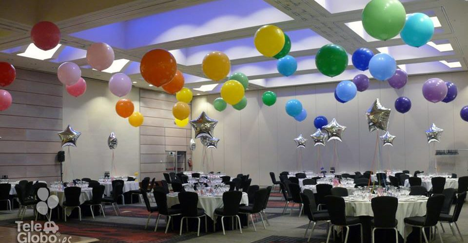 Decoración globos de helio gigantes cena de gala empresa