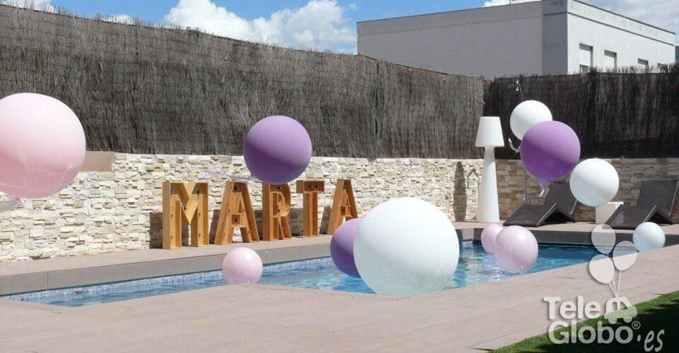 Decoración piscina con globos para comunion
