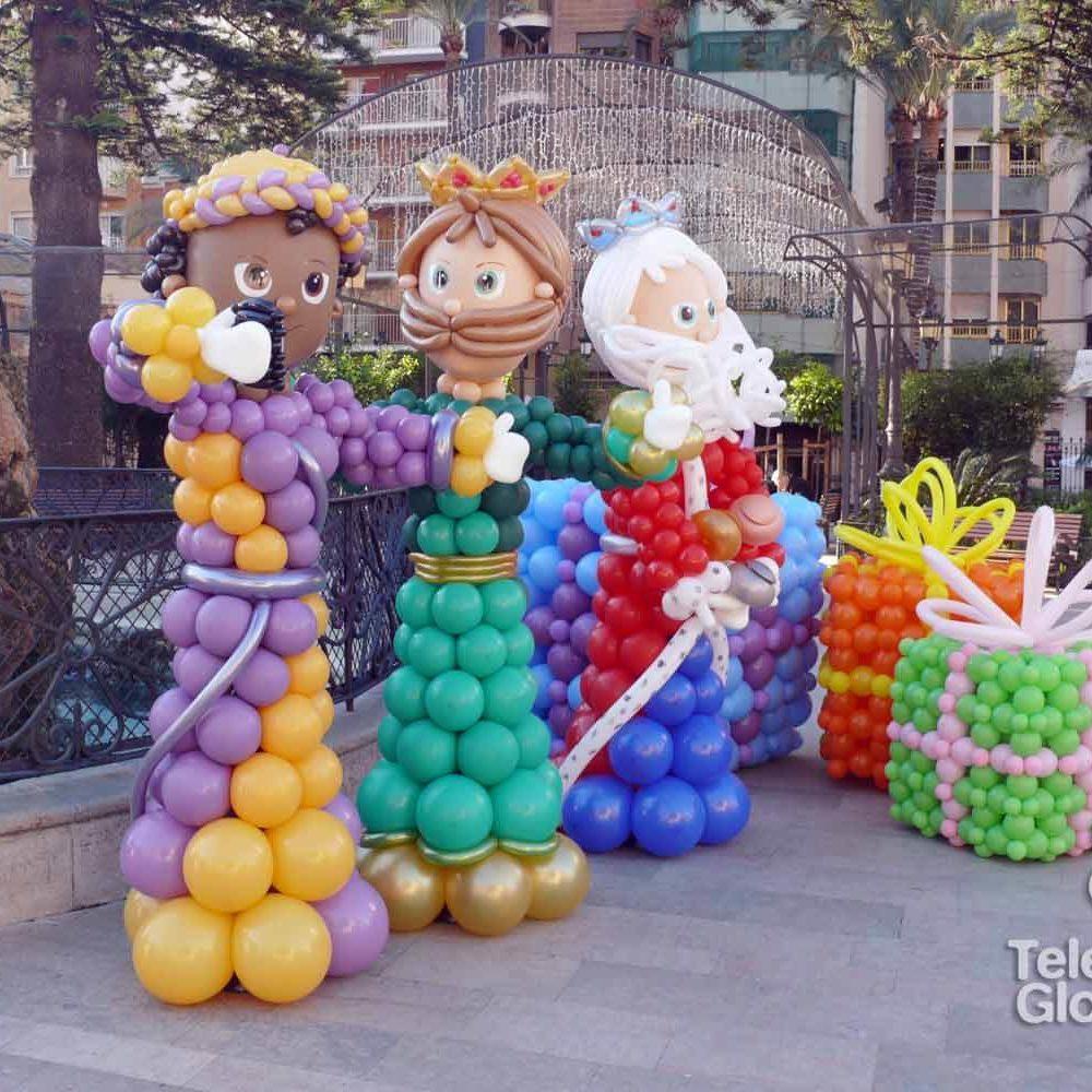 Muñecos reyes magos de globos Feria de Navidad Cullera